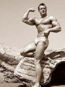 Кланси Рос - Мистър Америка 1945г - тренира цялото си тяло 3 пъти седмично.
