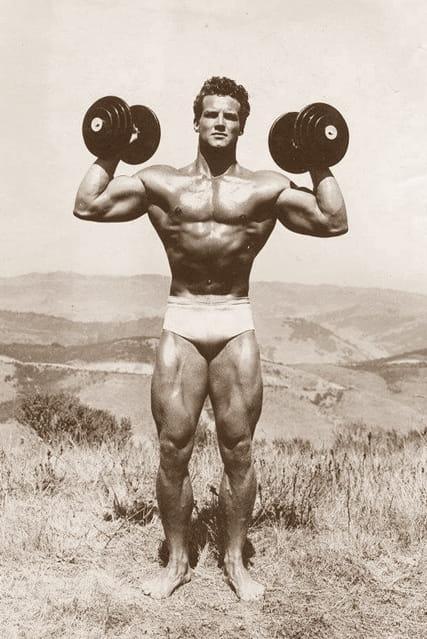 СТИВ РИЙВС: ръст 185,5 см, тегло 95,5 кг, гръден кош 129,5 см, ръце 49 см, талия 73,5 см, бедра 65 см, прасци 45 см