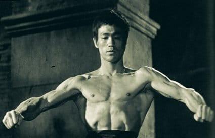 Тренировката с тежести на Брус Лий
